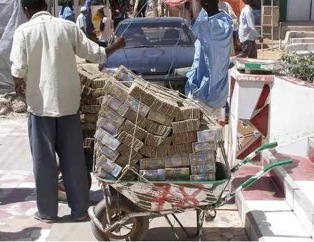 zimababwe-whellbarrow-money